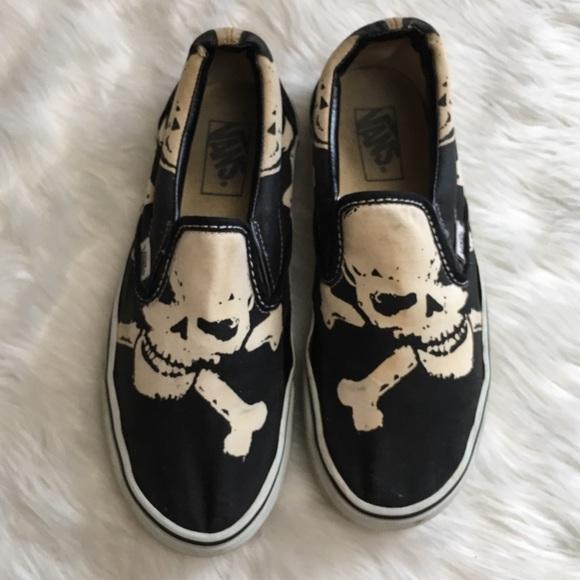 31e4e1c762 Vans Slip On Skull Cross Bones Pirate Sneakers. M 5a6893378df470e9b6e23616